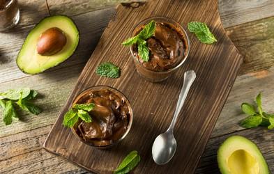 Recept za čokoladni mousse iz avokada, s katerim lahko ukanite tudi največje sladkosnede