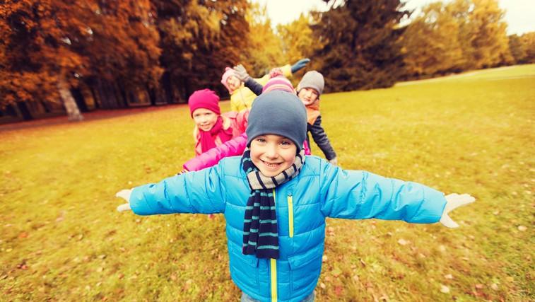 Kako skozi dejanja naučiti otroka prijaznosti? (foto: profimedia)