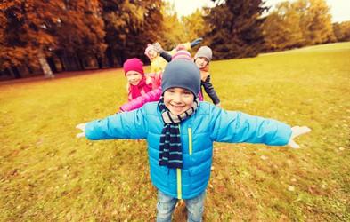 Kako skozi dejanja naučiti otroka prijaznosti?