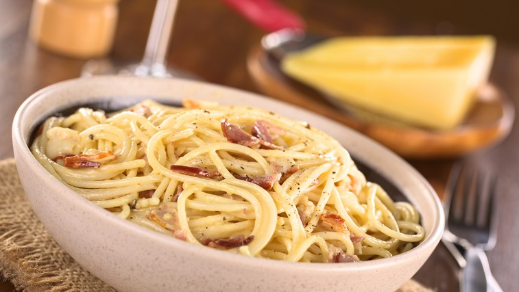 Carbonara - italijanska jed s testeninami, ki je pripravljena v nekaj minutah (Recept!) (foto: Arhiv založbe)