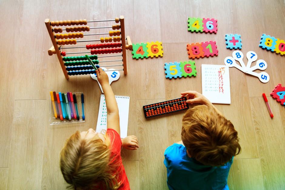 To je program, ki lahko v otroku prebudi genija (poleg možganskega treninga pa vključuje zabavo in druženje!) (foto: SHUTTERSTOCK)