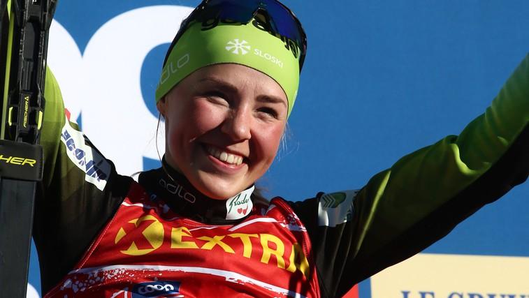 Medtem ko se fantje prepirajo v Planici, je nasmejana Anamarija Lampič osvojila 2. mesto v Davosu (foto: profimedia)