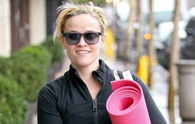 Imate zaradi treninga zakrčene mišice? Sprostite telo z masažnim valjem tako kot igralka Reese Witherspoon (Video)