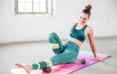 5 fitnes pripomočkov za popolno domačo vadbo (+ VIDEO vaje z osebno trenerko Nives Orešnik)