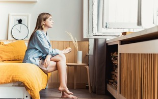 """Pismo žene, ki trpi za anksioznostjo: """"Ko se mi zdi, da je anksioznost zame pretežka, nastopiš ti in ne dovoliš, da bi obupala"""""""