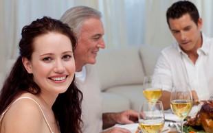 Imate danes družinsko božično večerjo? NIJZ je pripravil nasvete za varno druženje