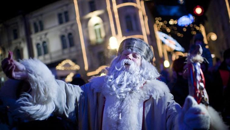 Dedek Mraz bo letos otroke obiskal preko video nagovorov, ponekod tudi v živo (Seznam po krajih in VIDEO nagovor!) (foto: napovednik.com)