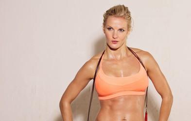 Želite izklesano telo? 5 koristi treninga za moč (Video: 25-minutni trening)