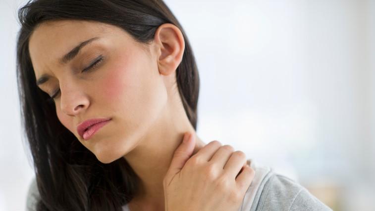 Vas kdaj zateguje in boli v vratu in ramenih (in bolečino včasih spremlja glavobol)? Naredite teh 5 vaj (VIDEO) (foto: Profimedia)
