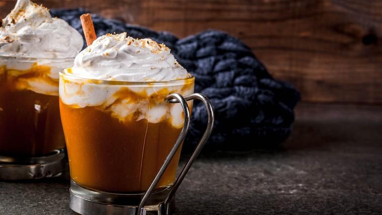 Domači nadomestki za mleko – od pinjenca do smetane za kavo (primerno za vegane) (foto: Profimedia)