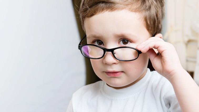 Med posledicami boja proti epidemiji tudi poslabšan vid pri otrocih (foto: profimedia)
