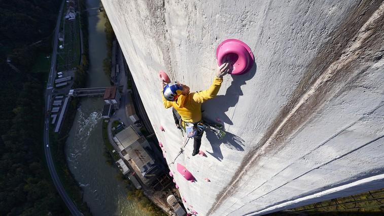 360 metrov v 11 urah ali kako sta Janja in Domen preplezala trboveljski dimnik, najvišji v Evropi (foto: Jakob Schweighofer / Red Bull Content Pool)