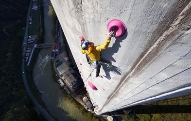 360 metrov v 11 urah ali kako sta Janja in Domen preplezala trboveljski dimnik, najvišji v Evropi