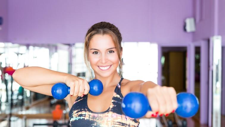 Osnovne vaje za bolj čvrsto zadnjico in prsi: telovadite lahko v dnevni sobi (foto: profimedia)