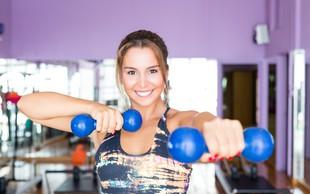 Osnovne vaje za bolj čvrsto zadnjico in prsi: telovadite lahko v dnevni sobi