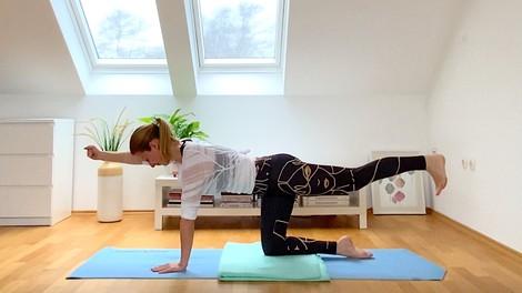 Vikend v znamenju biatlona: joga za tekače na smučeh s Špelo Sila (VIDEO)