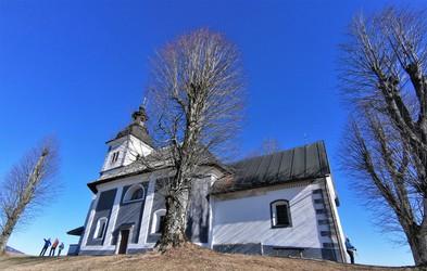 Ideja za izlet: Bukov vrh s cerkvijo Žalostne Matere Božje, kamor so nekoč romali, da bi ozdravili glavobole