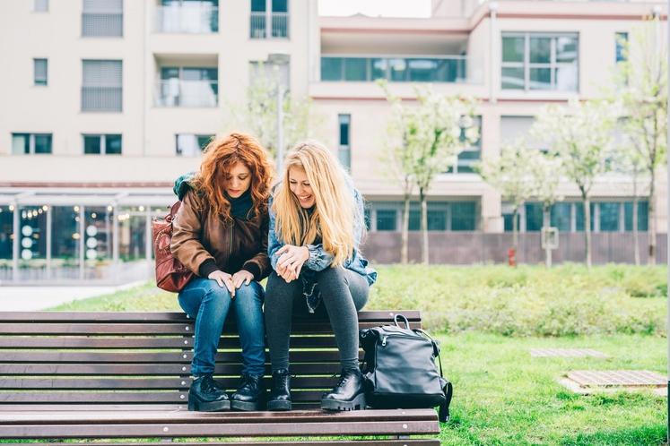 KAKŠNE PRIJATELJE SI IZBIRAMO? Velja prepričanje, da si izberemo prijatelje, ki odražajo, kako se počutimo navznoter in kaj si mislimo …