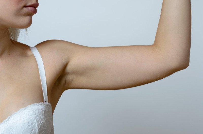 Pri popolnem stradanju človek mnogo bolj izgublja mišično moč kot maščobo.
