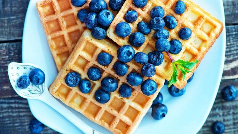 Recept: borovničevi vaflji brez sladkorja za najlepše (podaljšano) jutro (foto: profimedia)
