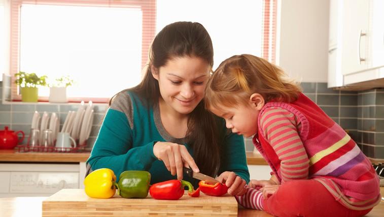 Kako otroka poučiti o uravnoteženi prehrani? (foto: Profimedia)