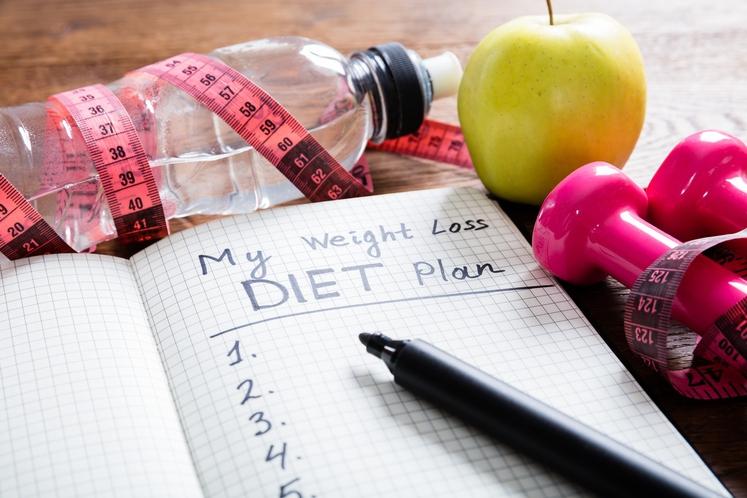 SAMONADZOR Pisanje prehranskega dnevnika in spremljanje teže je po mnenju raziskovalcev prav tako ena učinkovitejših strategij za hujšanje. Deluje zato, …