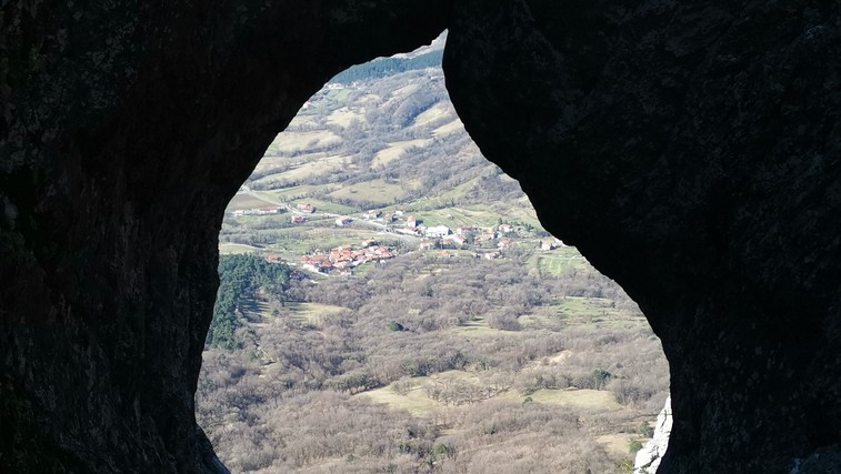 Otliško okno - prijeten vzpon, ki nagradi s čudovitim pogledom na Vipavsko dolino (foto: DDD)