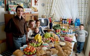 Kaj jedo po svetu: Fotograf v objektiv ujel, kaj si povprečna družina privošči v enem tednu (in koliko jih stane) (FOTO galerija)