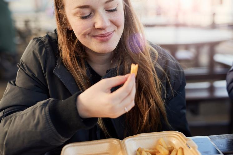 KAJ JE ČUSTVENO HRANJENJE? Vsak izmed nas ima kompleksen odnos do hrane, v katerega lahko dobite boljši uvid, z odgovorom …