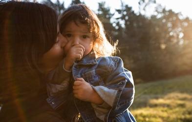 Otrok vam ne bo povedal, da čuti tesnobo, a bo to morda pokazal na TA način – pravočasno prepoznajte znak!