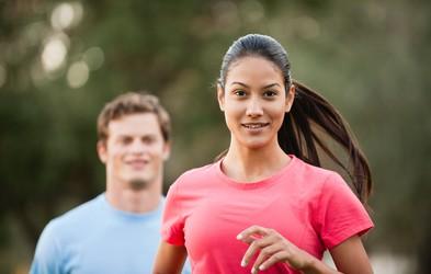 Kako preteči prvi mali maraton (21 km)? Pripravili smo 8-tedenski program!
