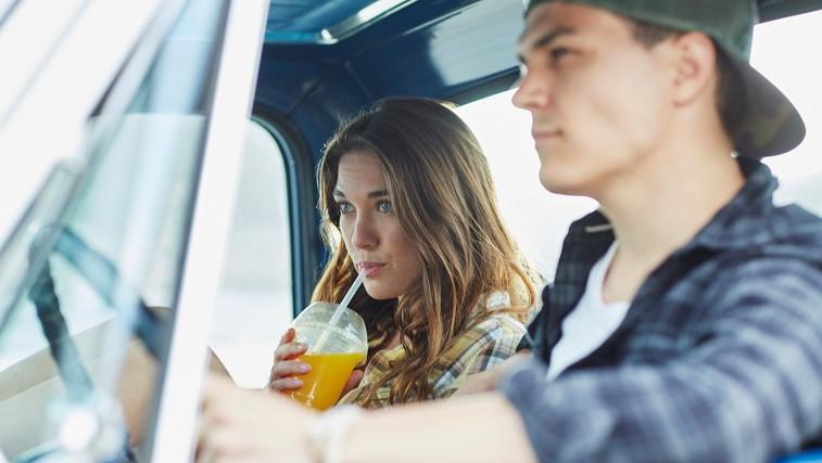 """""""Zaljubiti se v najboljšega prijatelja ni dovolj velik razlog za poroko"""" (piše 23-letna ločenka) (foto: profimedia)"""