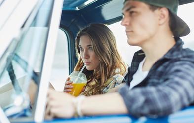 """""""Zaljubiti se v najboljšega prijatelja ni dovolj velik razlog za poroko"""" (piše 23-letna ločenka)"""