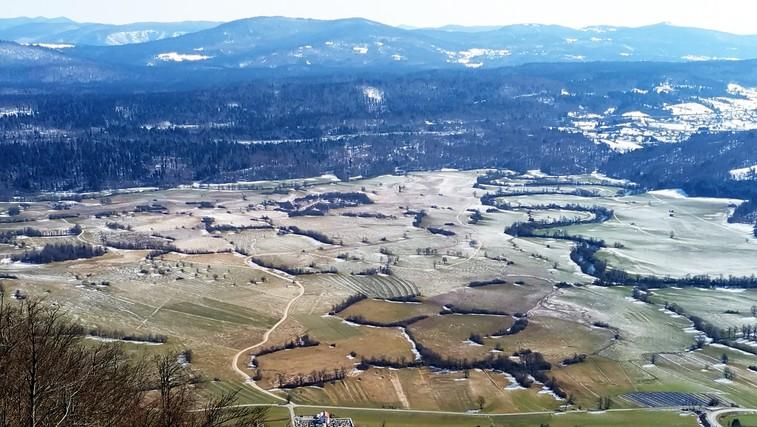 Miren in lep vzpon pri Postojni: Grmada na Planinski gori (foto: DDD)