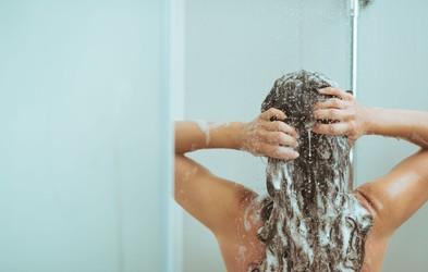 6 napak, ki jih delate pri umivanju las
