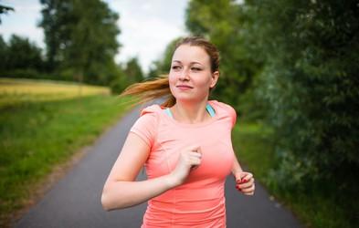 Gremo v akcijo! 12-tedenski program teka za začetnike: mešanica hitre hoje in teka