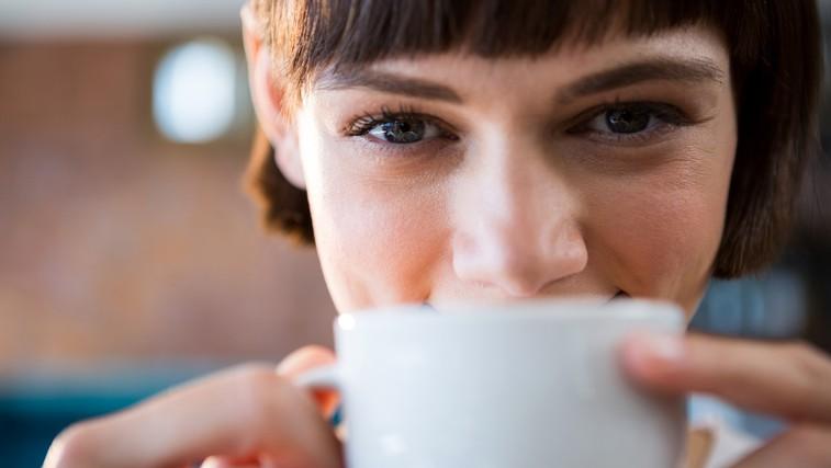 Če hujšate, potem bi si morali skodelico kave privoščiti ob tem času (foto: Profimedia)