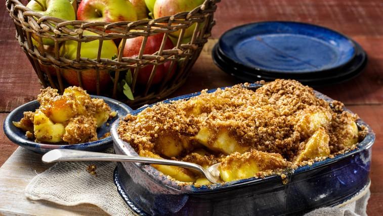 Recept za najboljši jabolčni hrustljavček (brez sladkorja + opcijsko veganska različica!) (foto: Profimedia)