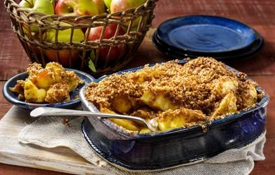 Recept za najboljši jabolčni hrustljavček (brez sladkorja + opcijsko veganska različica!)