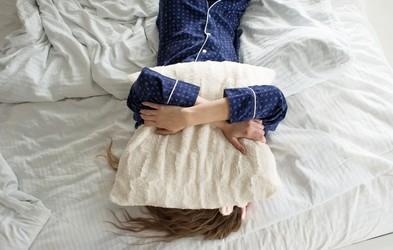 Če zvečer ne morete zaspati, verjetno delate TO napako (in zelo preprosto jo popravite)