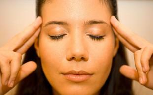 4 joga asane za pomoč pri migreni