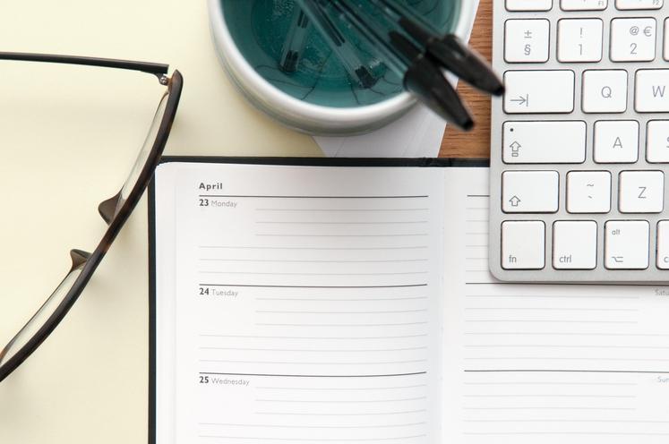 NAČRTOVANJE MESECA Vzemite rokovnik in najprej preverite vse pomembne datume, ki vas čakajo. Naj vas ne presenetijo zaključni roki oddaje, …