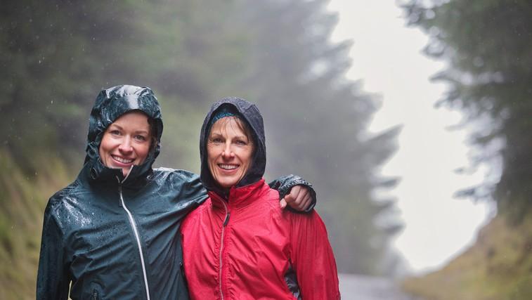 10.000 korakov je zdravih v vsakem vremenu! Naj dež ne pokvari sprehoda v naravi (foto: profimedia)