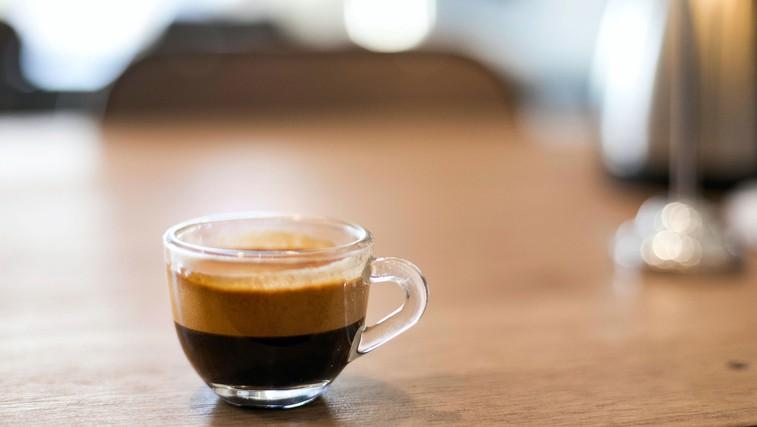 Ali kava in čaj štejeta kot dnevni vnos vode? (foto: Di Bella Coffee   Pexels)