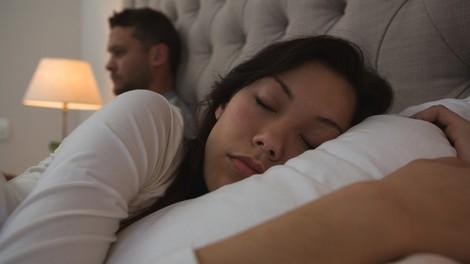 """""""Med spanjem sem ugotovil, da mi žena laže, ona pa je ves čas krivila mene!"""" (izpoved moškega)"""