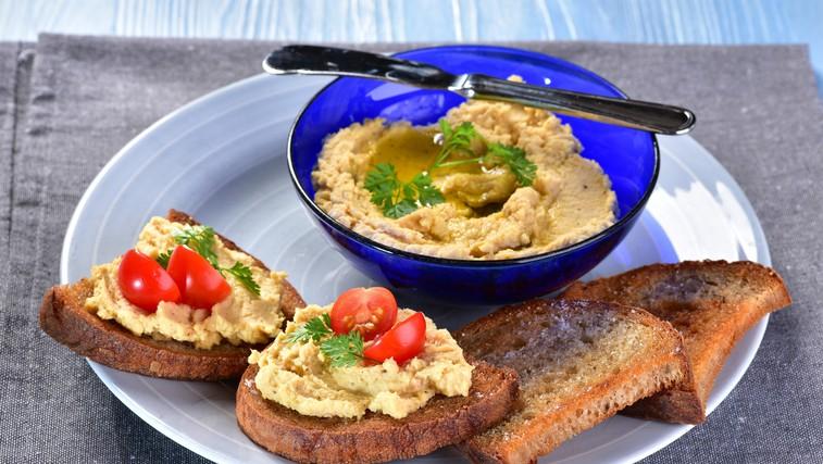 Recept za najboljši domači humus (+ namig, kako čisto preprosto tudi tahini naredite sami!) (foto: Profimedia)