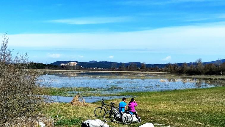 Družinski izlet s kolesom ali peš: tematska pot Drvošec z izjemnimi razgledi na Cerkniško jezero (foto: DDD)