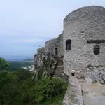 Grad Socerb s čudovitim razgledom na morje in Sveta jama, v kateri je edina podzemna cerkev v Sloveniji (foto: DDD)