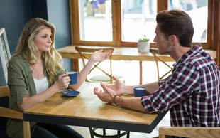 5 trapastih in neprimernih stvari, ki jih moški počne, ker vas ljubi