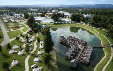 Kateri kampi v Sloveniji imajo 5 zvezdic? Preverili smo, kje se lahko razvajate in ste hkrati obdani z naravo